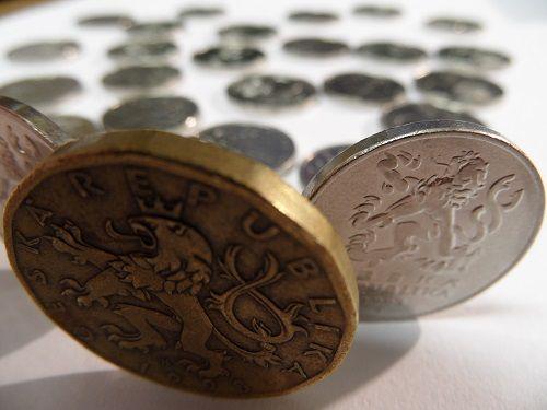 20 Kč a mnoho 5 Kč mincí
