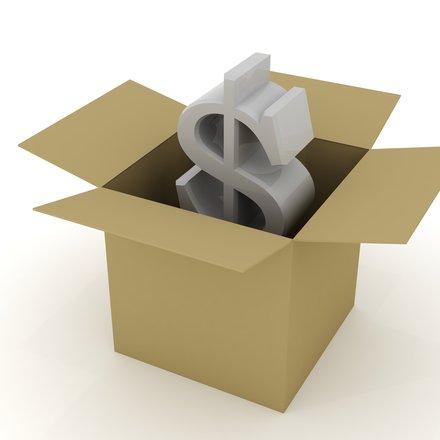 peníze v krabici