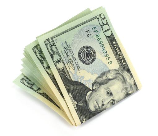 svazek bankovek na bílém pozadí