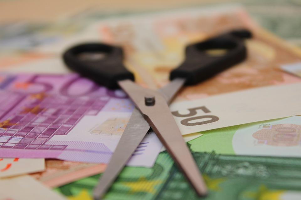 nůžky a bankovky