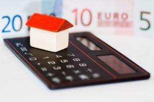 kalkulačka,domeček,peníze