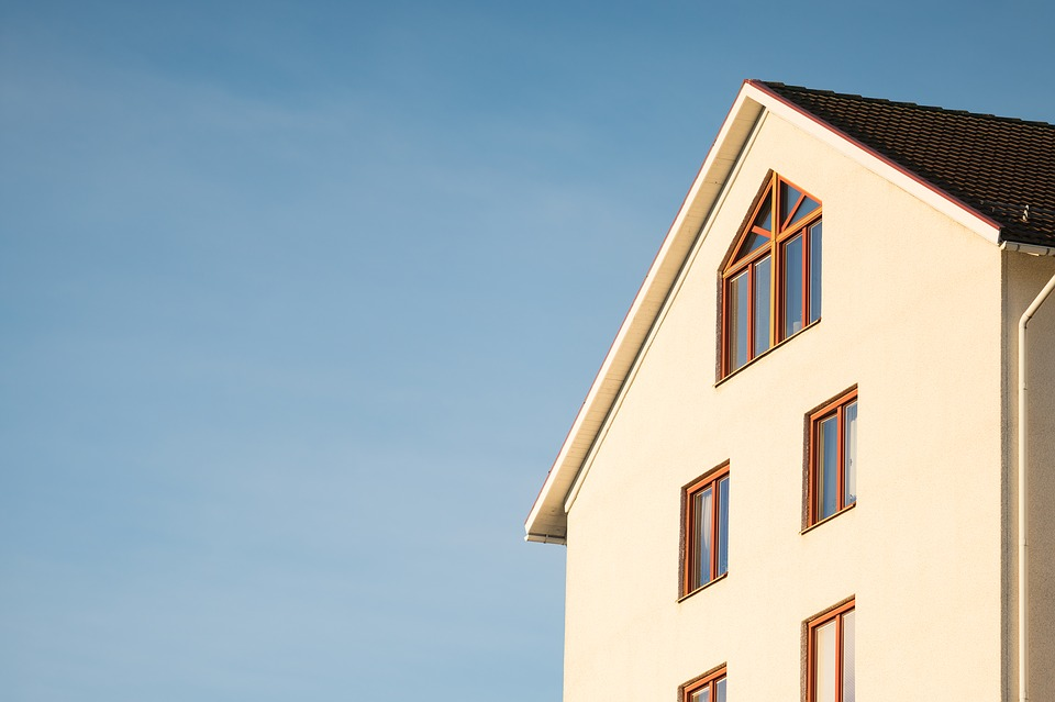 Pojištění nemovitosti chrání stavbu, zatímco pojištění domácnosti věci uvnitř