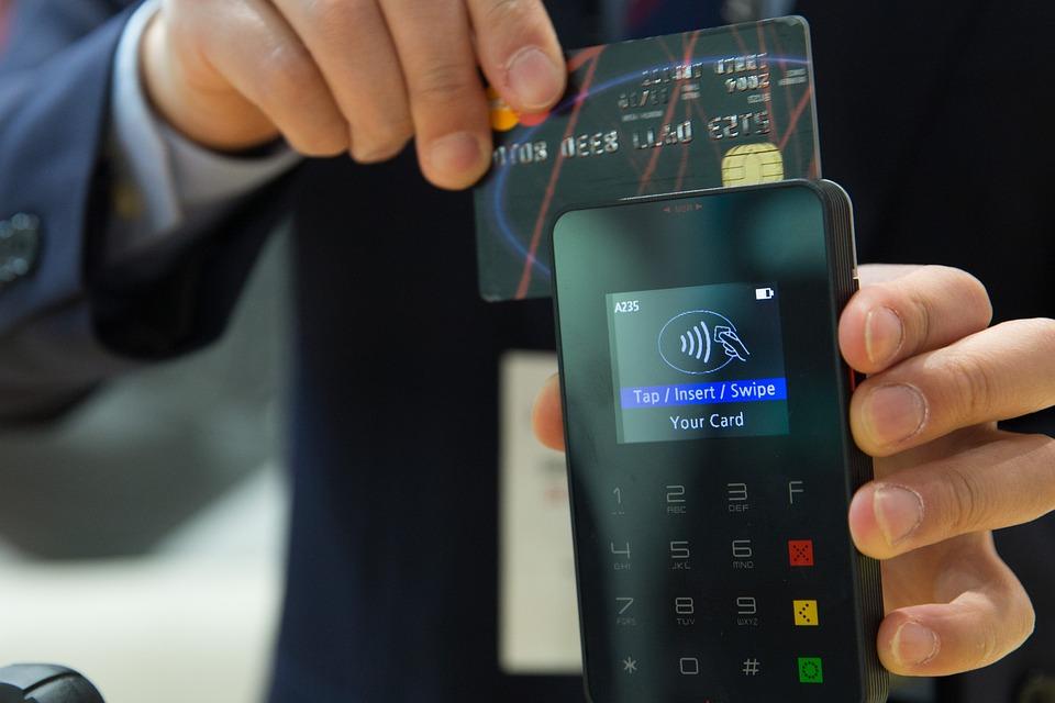Dluhy lze mít i na kreditních kartách